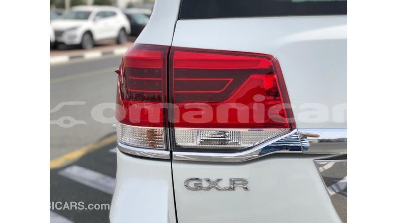 Big with watermark toyota land cruiser dhufar import dubai 4429