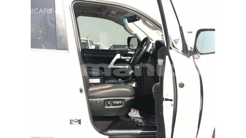 Big with watermark toyota land cruiser dhufar import dubai 4447