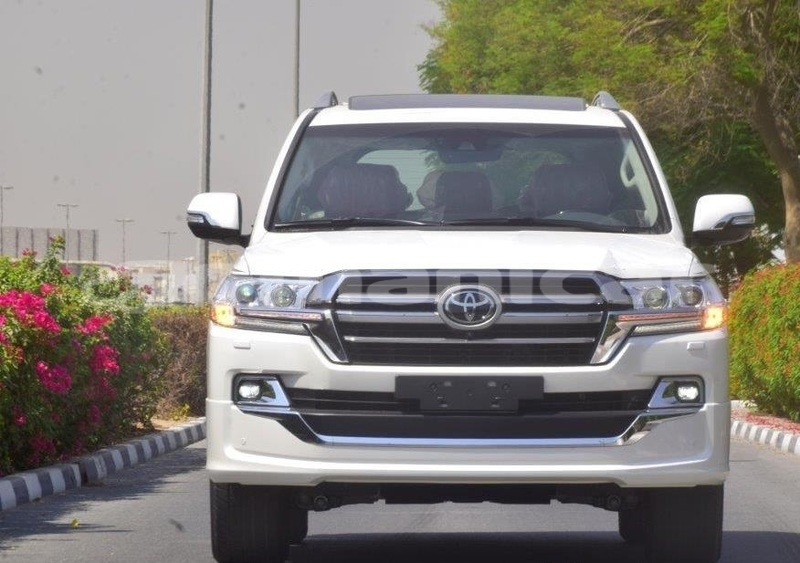 Big with watermark toyota land cruiser masqat muscat 4690