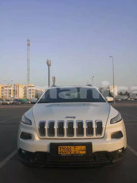 Big with watermark jeep cherokee masqat muscat 4837